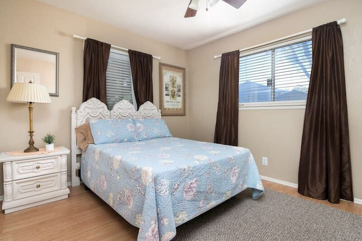 2nd bedroom, full size bed