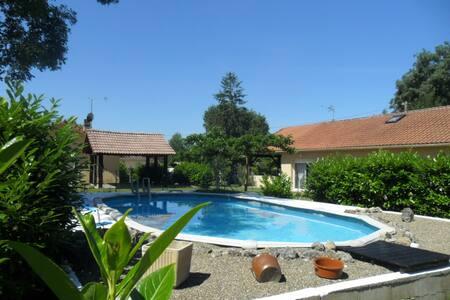 villa piscine jardin familles .amis