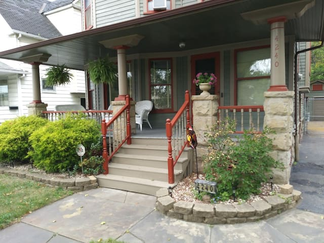 Historical home--5 min from Downtown/MetroHealth