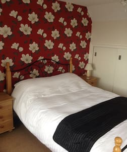 Spacious double room - Trearddur Bay - 一軒家