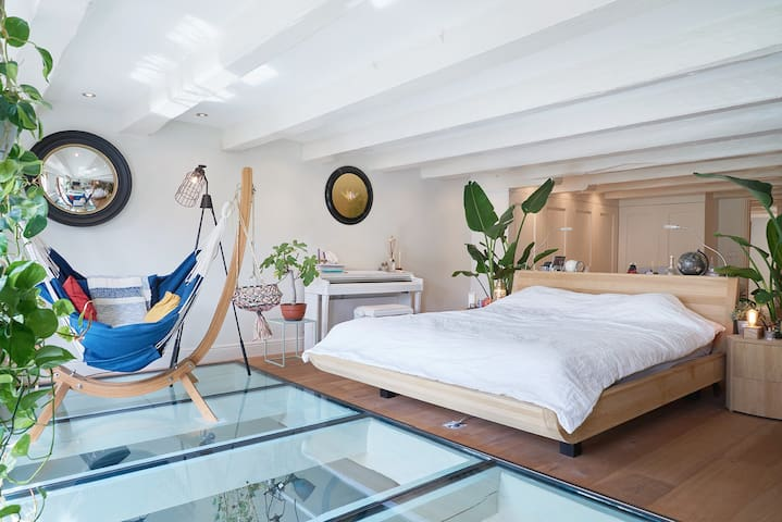 Exclusive room with sauna , City Center-canal view