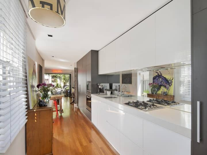 Renovated cottage in leafy heritage precinct