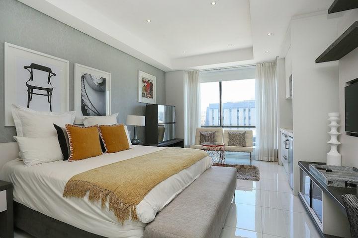 Sandton Skye Apartment #808