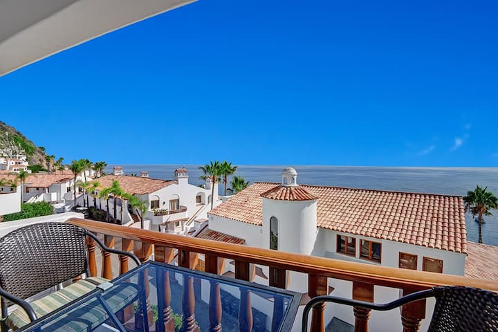 H2-26 Townhome Style Villa, 1 bdr - 2 bath, Gorgeous Views, Private Balcony
