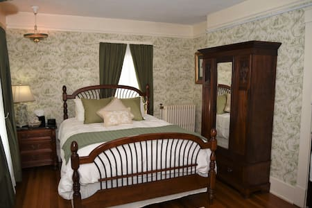 Oakbrook Guest Room