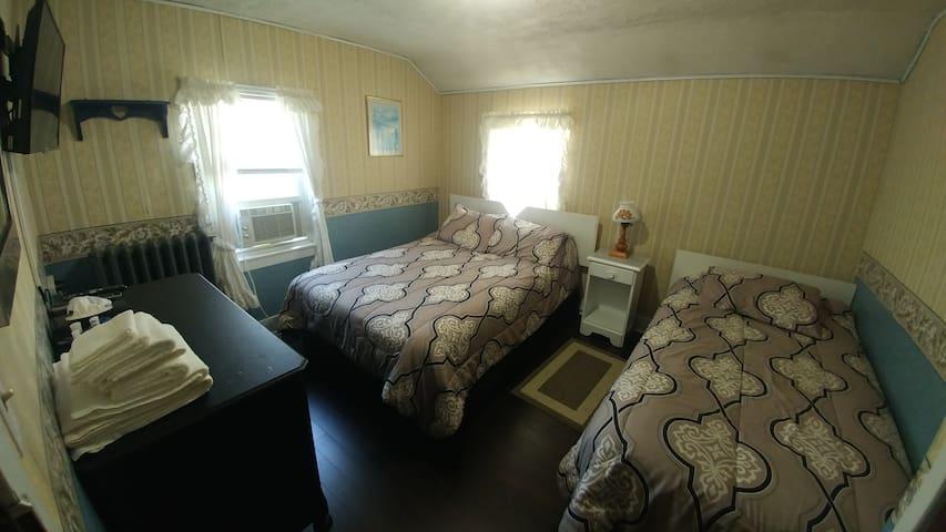 Ambrose Tourist Home - Suite #4