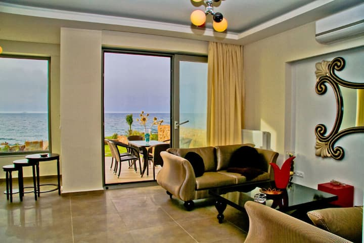 Sea View Beachfront Villa Peri