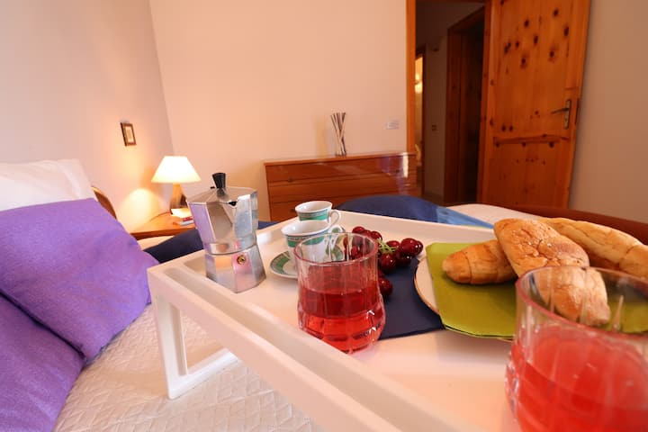 Holiday Apartment with Wi-Fi, Air Conditioning & Terrace; Parking Available, Pets Allowed