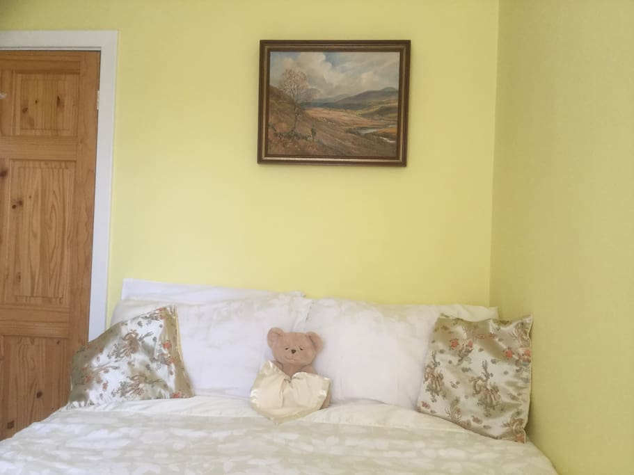 Double bedded room. A small and cosy room with en suite.
