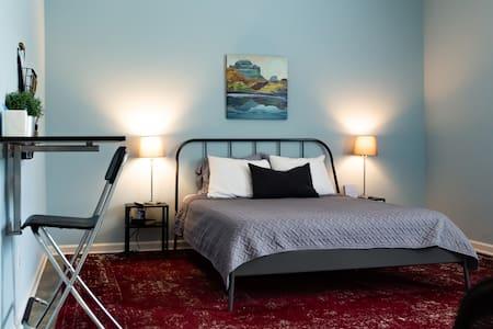 Clean & Serene Studio - easy on/off interstate