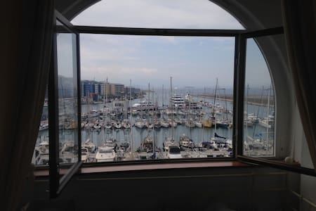 30% OFF Marina Views Niche Retreat - Gibraltar