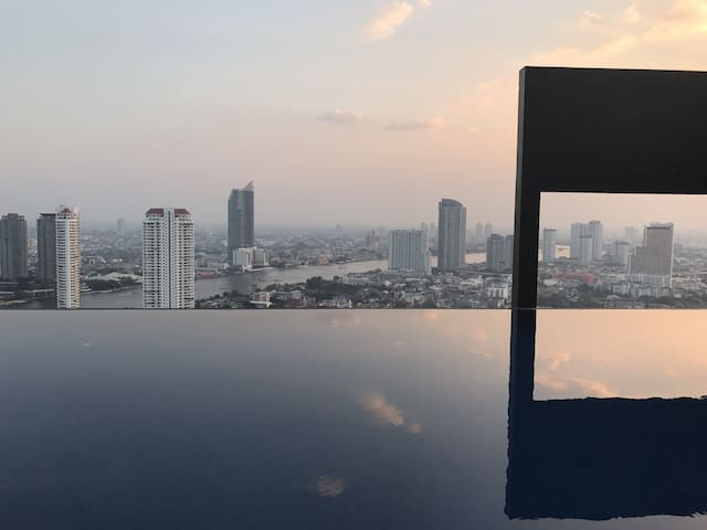 Luxury Stay:BKK River View:5mins to sky train:WiFi - Bangkok