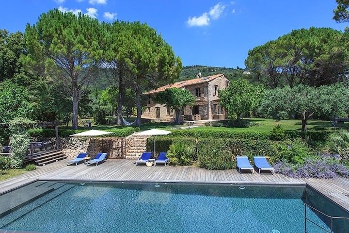 Provence . Stone House . Friends & Family Hideaway