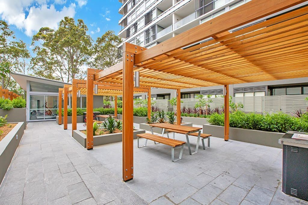 Modern next to train mall uni flats for rent in macquarie park new south wales australia for Macquarie university swimming pool