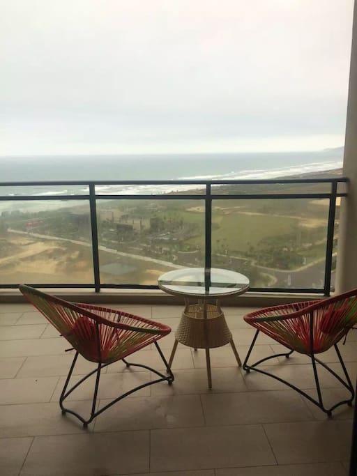 阳台上直接看海
