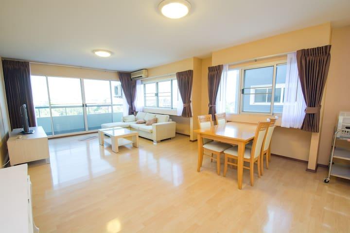 Quiet Modern 2 Bedroom Near Expressway - Bangkok - Appartamento