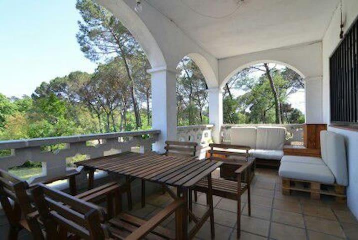 Acollidora casa entre Costa brava i Montseny