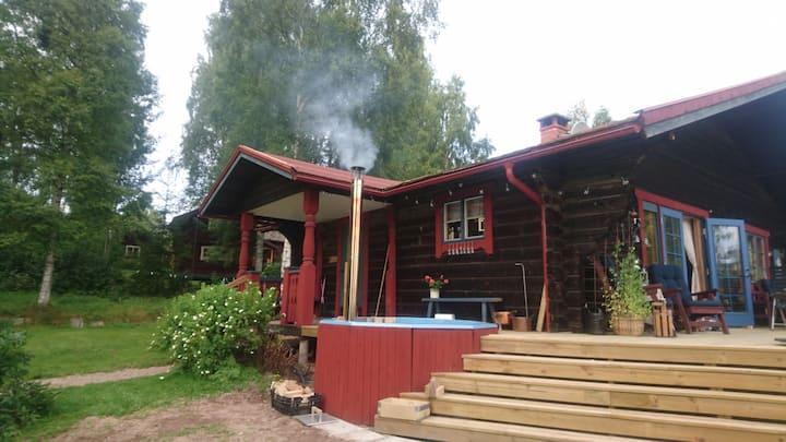 Large log cabin with hot tub, Siljansnäs