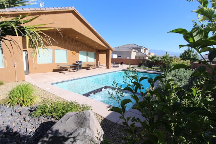 The Palms ~ Entire Home with Private Pool next to Sand Hollow!