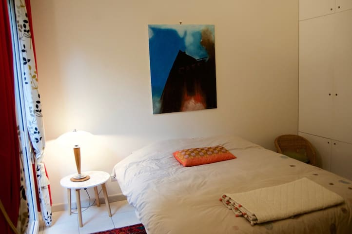 Double bedroom in cosy house - Montrouge - Hus