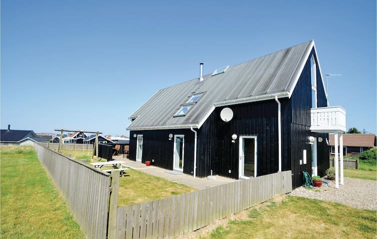 Holiday cottage with 3 bedrooms on 198m² in Thisted