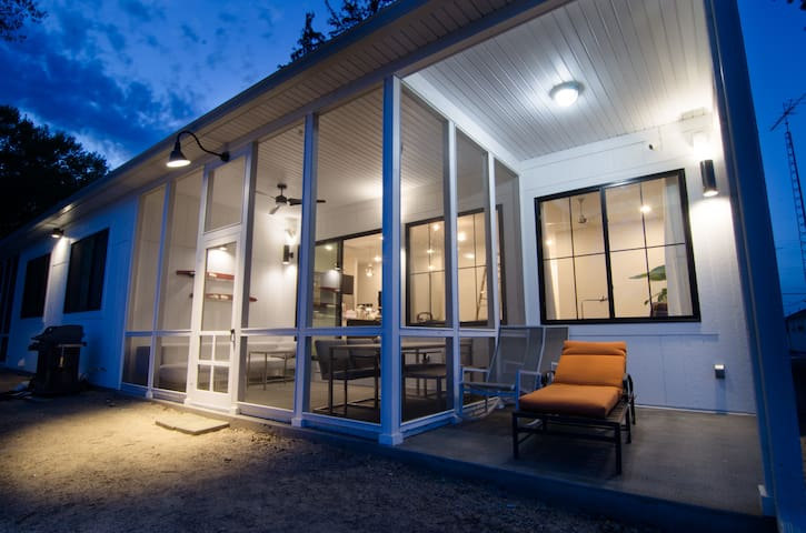 NEW modern lake house w/ HOT TUB.