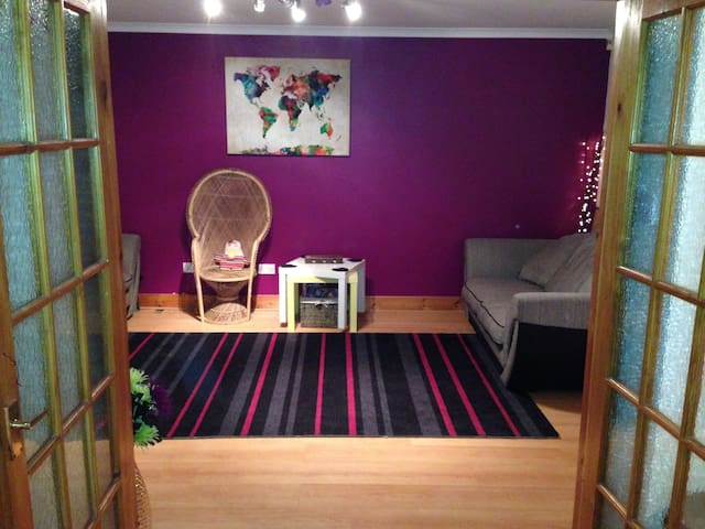 Bright Spacious Studio Flat - Glasgow - Wohnung