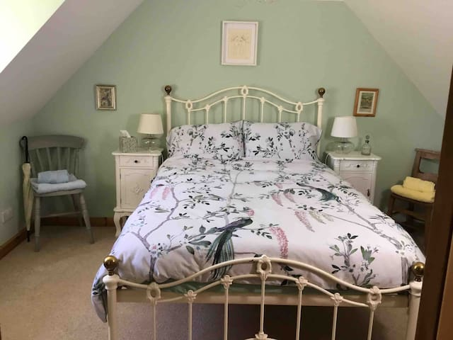 Lovely farmhouse double room beautiful views - B&B