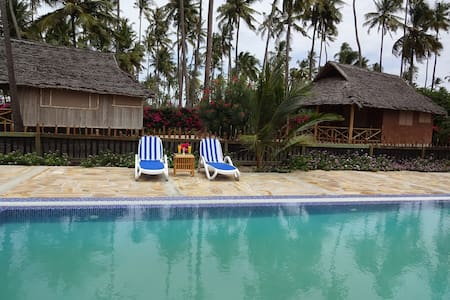 Deluxe Twin Bungalow with Pool or Garden View 1