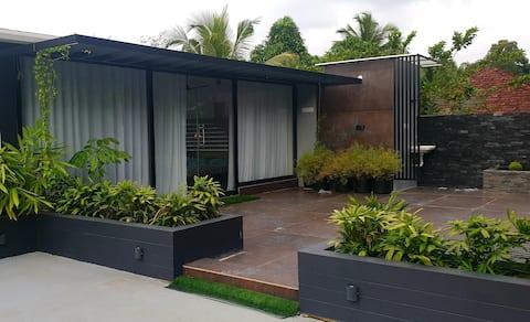 Neelambari:Beautiful StudioRoom with TerraceGarden