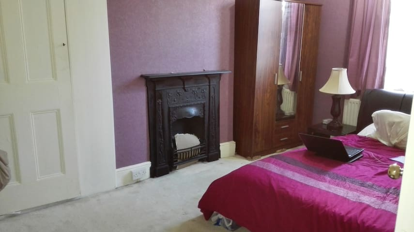 Furnished Double Bed room available