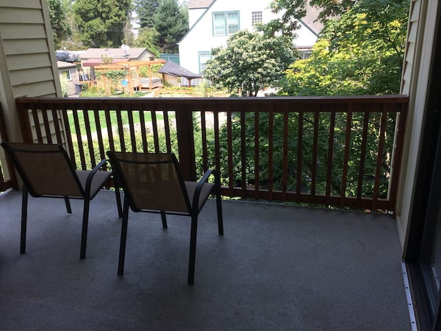 Comfortable Condo in Downtown Salem
