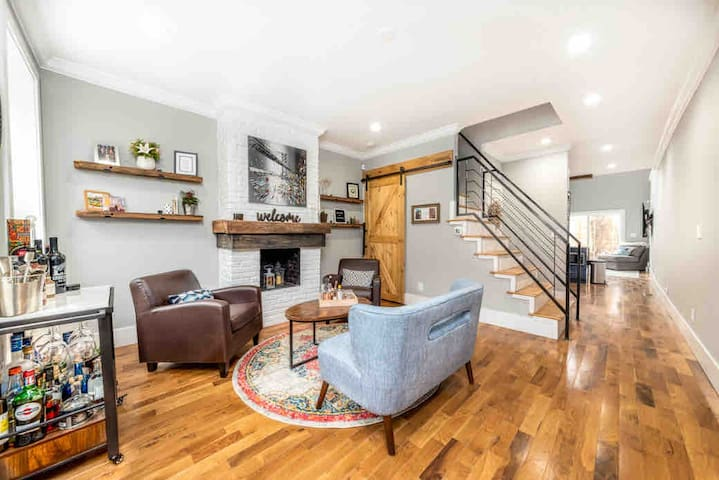 New 2BR/2.5BA w/ roof deck in heart of Fishtown!