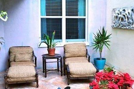 Luxury in Lantana at The Moorings! - Lantana - Appartement