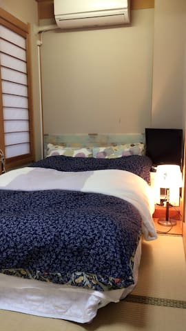 5mins to JR Hyogo. Japanese style room with bed. - Kobe - Casa