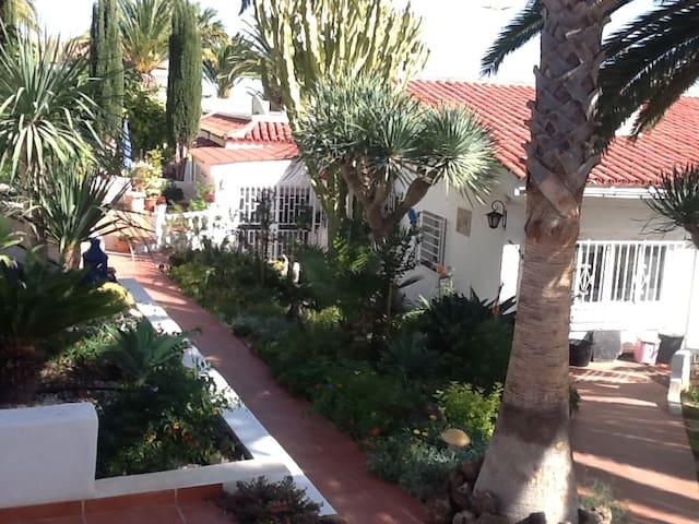 Esmeralda 2 Spacious villa Lovley Gardens