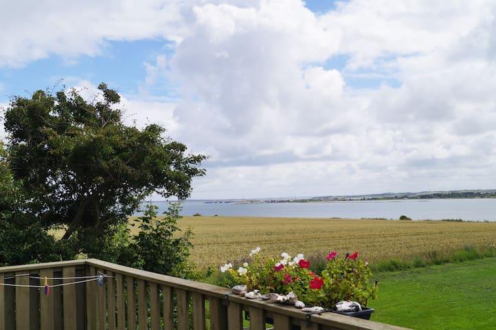 Lejlighed med udsigt til Limfjord nr. 3 - Thyholm - Daire