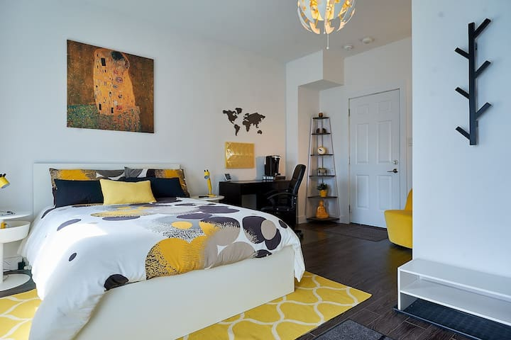 Modern, Bright & Cozy Studio in South Barrie