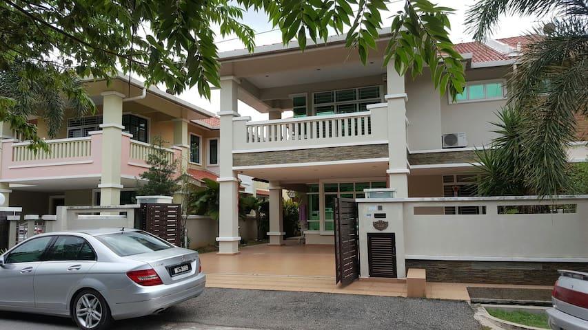 Cheng Semi-D Homestay Melaka - Melaka - Hus