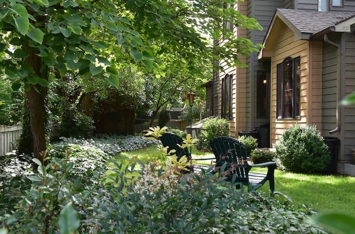Friendly City Garden Sanctuary Three Bedroom Suite