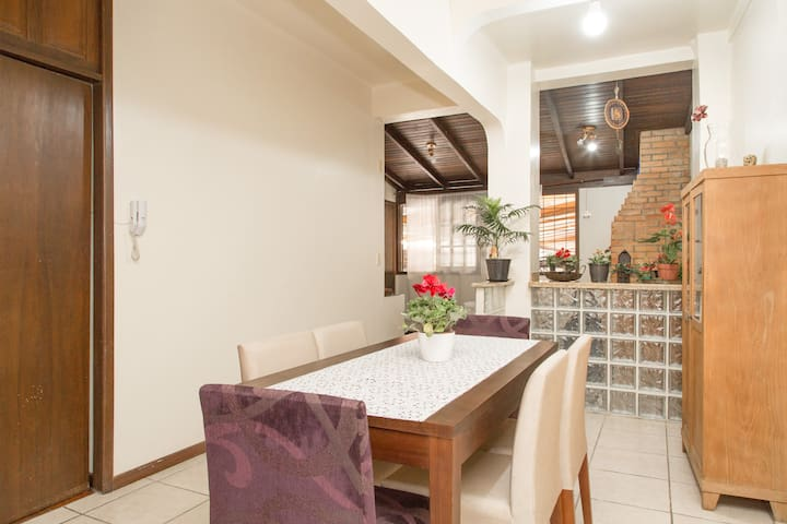 Ganesh /English and Spanish Spoken /Hablo Español - Porto Alegre - Apartment