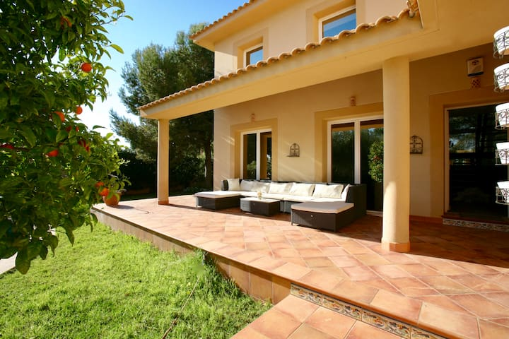 Charming villa with pool close to the ocean - Llucmajor - Casa