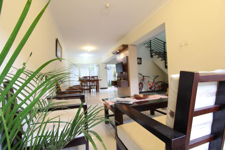 Guesthouse 4BR near shopping center