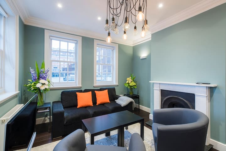 Modern 2 bed next to Hyde Park, sleeps 6