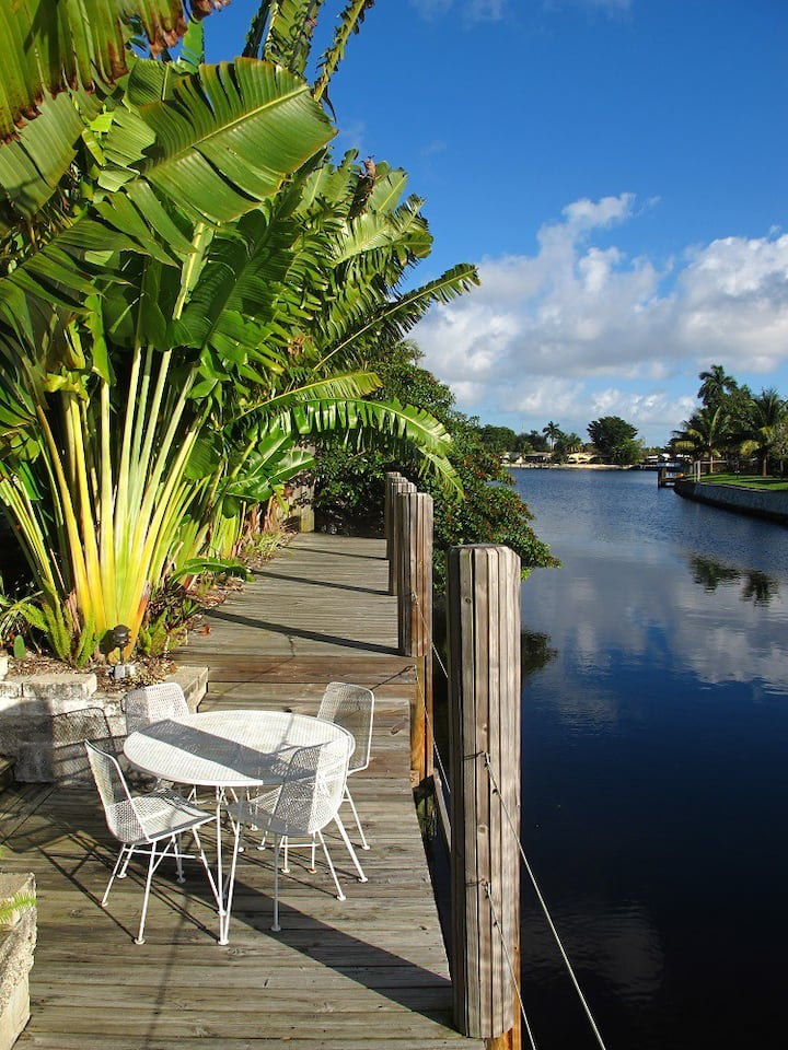 ~~~  WATERFRONT HEATED POOL HOME NEAR BEACH ~~~