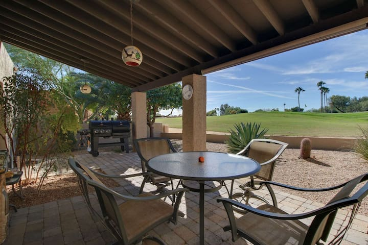 Right on the Golf Course! Dog Friendly, Enjoy Hiking, Biking, Community Heated Pool/Spa/Fitness Room