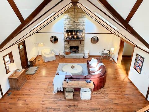 LUXURY Wooded Hilltop Villa Lodge in Hocking Hills