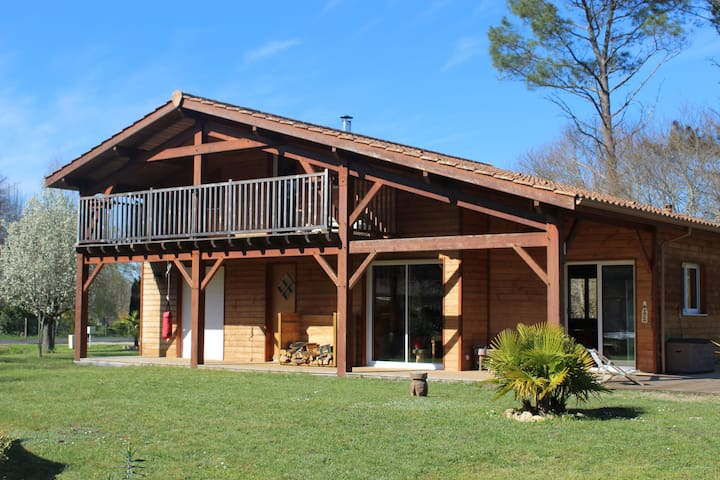 Maison en bois avec grand terrain équipé famille - Villandraut - Hus