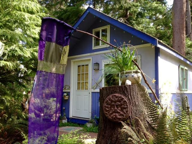 Purple Cottage Studio on Whidbey - Langley - Cabin