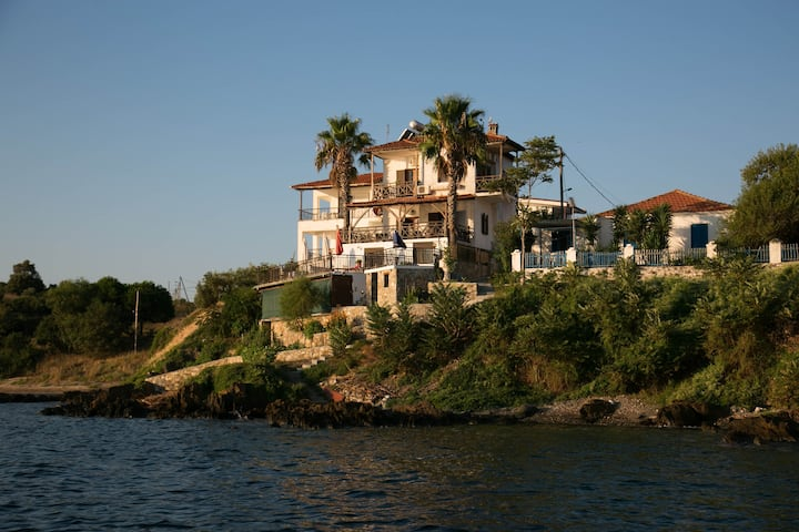 VIlla Chara - Beachfront 4BR Steps from our beach!